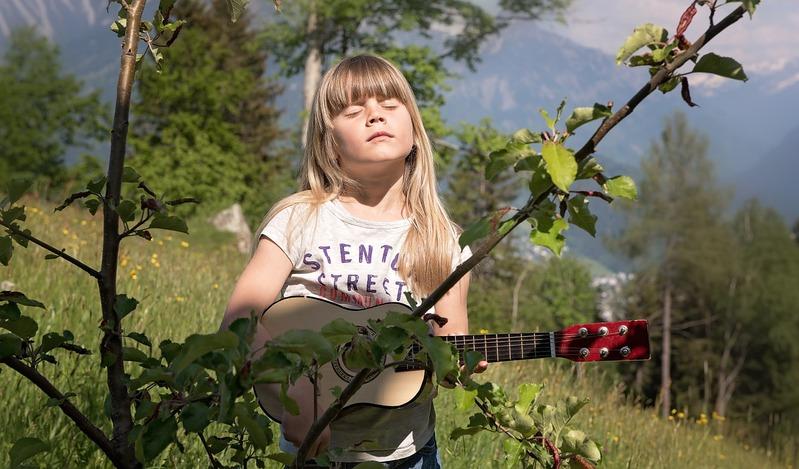 La Educación Musical no se limita a la formación instrumental.